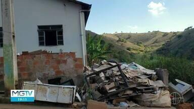 Casa pega fogo em Entre Folhas - O morador estava em casa, mas não se feriu.