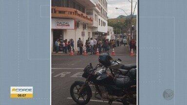 Prefeitura aplica multa de R$ 10 mil em agência bancária por descumprir regras da Covid-19 - Prefeitura aplica multa de R$ 10 mil em agência bancária por descumprir regras da Covid-19