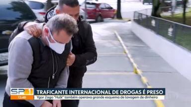 """Traficante de drogas internacional é preso pela polícia de SP - Ygor Zago """"Hulk"""" também operava um grande esquema de lavagem de dinheiro para o crime organizado. Operação do DEIC também apreendeu veículos de luxo, helicóptero e lanchas. Outras quatro pessoas foram presas."""