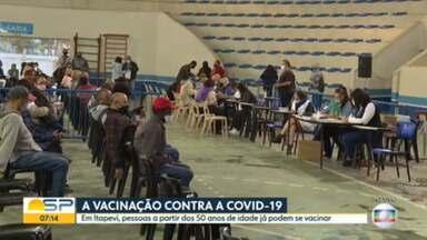 A vacinação contra a Covid-19 - Itapevi vacina pessoas com mais de 50; Em Caraguatatuba e Penápolis quem tem mais de 45 pode ser imunizado