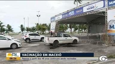 Postos de vacinação de Maceió continuam vacinando pessoas com 48 anos ou mais - Veja na reportagem.