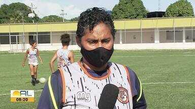 Jogadoras da UDA se preparam para a partida contra o Atlético Paranaense - Confira a reportagem.