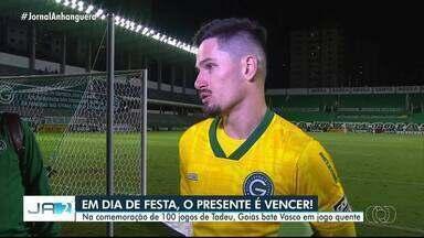 Goleiro do Goiás comemora 100 jogos pelo time goiano - Goiás venceu o Vasco na Serrinha.