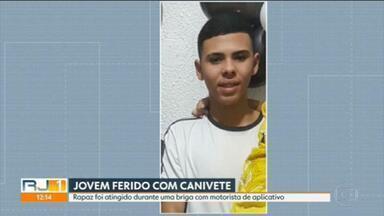 Jovem é ferido com um canivete durante briga com motorista de aplicativo - Passageiro, de 19 anos, está em coma, no hospital. A avó dele também foi ferida, mas sem gravidade.
