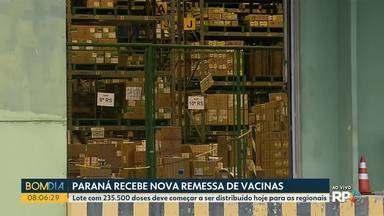 Paraná recebe nova remessa de doses contra a Covid-19 - Lote com 235.500 doses deve começar a ser distribuído hoje para as regionais.