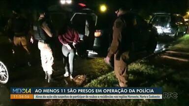 Polícia prende 12 pessoas em operação contra roubos na região de Cianorte - Alvos da ação são suspeitos de participar de roubos a residências.