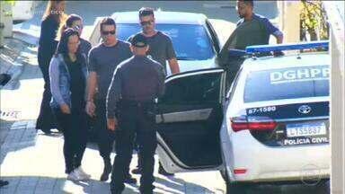 Polícia Federal prende mulher de Ronnie Lessa, acusado de matar Marielle Franco - Elaine Lessa é suspeita de tráfico internacional de armas e tinha deixado a cadeia há dois dias, por outro crime. Ele já foi condenada por destruição de provas.