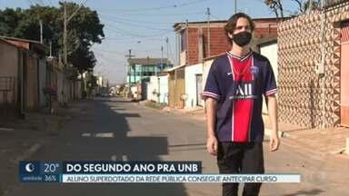 Aluno da rede pública pula do 2° ano do Ensino Médio para a UnB - Morador do Itapoã, Vitor da Silva Andrade tem 17 anos e já é oficialmente estudante do curso de Matemática da UnB.