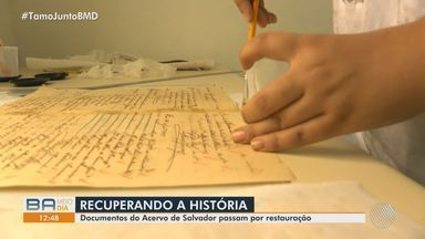 Documentos históricos são restaurados no acervo de Salvador; confira - Cerca de 15 pessoas estão trabalhando para recuperar p acervo público do município.