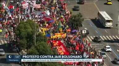 Protesto contra Jair Bolsonaro reúne manifestantes no Centro do Rio - Ato pediu o impeachment de presidente e levou mensagens de defesa do SUS, da vacina e de direitos sociais.