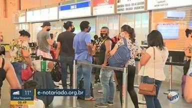 Documento que autoriza menores de 16 anos a viajar sozinhos pode ser feito pela internet - Autorização digital vale para voos domésticos, ou seja, aqueles que acontecem dentro do Brasil.