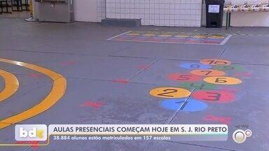 Rede municipal de ensino de Rio Preto retoma aulas presenciais - Cerca de dez mil alunos do ensino fundamental e da Educação de Jovens e Adultos (EJA) da rede municipal de São José do Rio Preto (SP) retornam às aulas presenciais a partir desta segunda-feira (9).