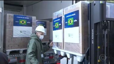Butantan entrega lote com 4 milhões de vacinas ao governo federal - O Instituto Butantan entregou um novo lote com quatro milhões de doses de vacinas CoronaVac ao governo federal nesta segunda-feira (9).
