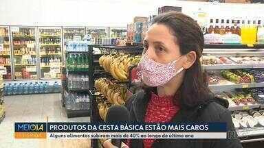Produtos da cesta básica estão mais caros em Curitiba - Segundo o Dieese, alguns alimentos subiram mais de 40% ao longo do último ano.