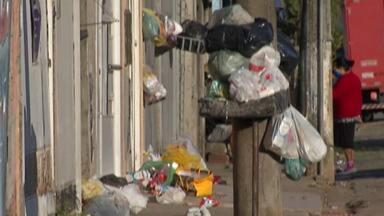 Coleta de lixo, em Mogi, continua atrasada; moradores registram lixeiras lotadas - De acordo com o Diretor de Operação, Robson Bellardi, o motivo do atraso é o fato da empresa ainda não ter todos os horários da coleta.
