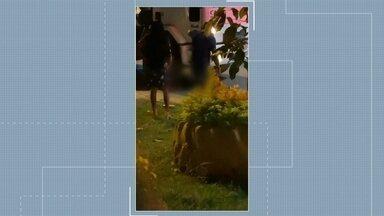 Acidente deixa motociclista gravemente ferido em Rorainópolis, no Sul de RR - No local populares informaram que o motociclista vinha em alta velocidade e ao chegar em uma rotatória, colidiu com a mureta e posteriormente em um caminhão que estava parado em sentido contrário.