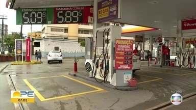 O reajuste do preço da gasolina chega aos postos de combustíveis do Recife - A aumento do preço nas refinarias foi autorizado pela Petrobras