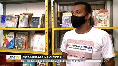 Universitários mantêm estudos durante pandemia, diz pesquisa - Uma pesquisa sobre a escolaridade de moradores das favelas brasileiras identificou que a maioria dos estudantes matriculados no ensino superior manteve os estudos mesmo com a pandemia