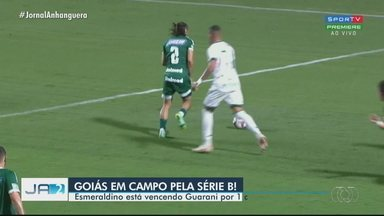 Goiás enfrente o Guarani no estádio da Serrinha - Esmeraldino vence o jogo por 1 x 0.