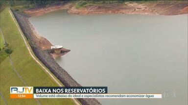 Reservatórios que abastecem o estado estão com volumes baixos - Para apagar o sinal de alerta, tem que chover mais, por várias semanas. E não só aqui no Rio, mas em São Paulo também.