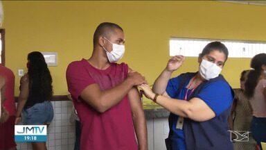 Mutirão de vacinação contra a Covid-19 é realizado em São Raimundo das Mangabeiras - Meta é vacinar 1.200 pessoas.