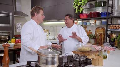 Mini kafta de cordeiro - Inspirado na cozinha árabe, chef Claude e Batista preparam um kafta de cordeiro bem aromático. A receita especial é um presente para o entregador José Baroni degustar com a família.