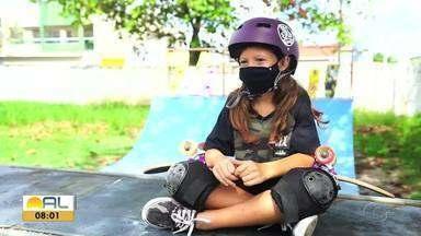 Rayssa Leal inspira nova geração de skatistas em Maceió - Garotas se espelham na brasileira medalhista.