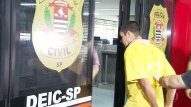 Polícia investiga se dois homens presos nesta sexta-feira (3) têm relação com o crime em Araçatuba - A polícia investiga se dois homens presos hoje de madrugada, em um sítio, em São Pedro, no interior de São Paulo, têm reação com o assalto em Araçatuba, do começo da semana. Hoje, o esquadrão antibombas voltou a ser chamado para procurar explosivos na região.