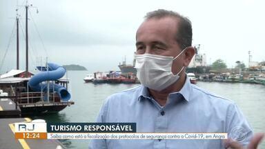 RJ1 mostra a fiscalização dos protocolos de segurança contra a Covid-19 em Angra dos Reis - Com temperaturas em alta, muitos turistas procuraram o mar do litoral pra curtir o feriado prolongado.