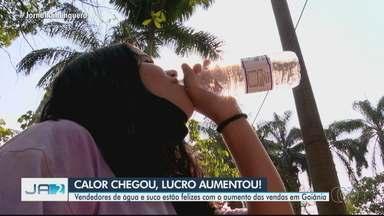 Vendedores de água e suco comemoram aumento das vendas em Goiânia - Confira também como fica a previsão do tempo no estado.