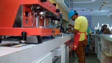 Jovens têm a vida transformada pelo café - Projeto social ensina a profissão de barista, que é um especialista em preparar cafés.