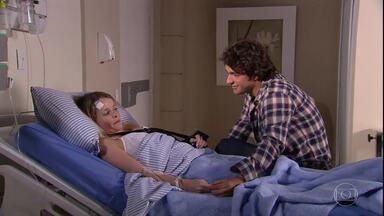 Luti visita Camila no hospital - Ele fica grato por ela ter arriscado a vida por ele