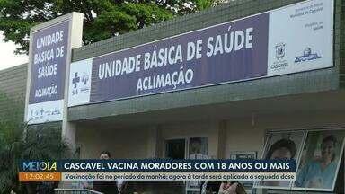Covid-19: Moradores com 18 anos são vacinados, em Cascavel - Secretaria de Saúde aguarda a chegada de novas doses da vacina pra continuar a vacinação.