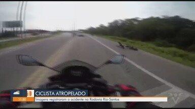 Motociclista grava momento em que carro atropela ciclista - Acidente aconteceu na Rio-Santos, no trecho de Bertioga.