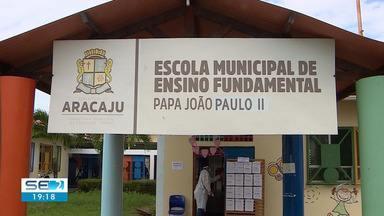 Escolas municipais de Aracaju retomam aulas presenciais seguindo protocolos sanitários - Escolas municipais de Aracaju retomam aulas presenciais seguindo protocolos sanitários.