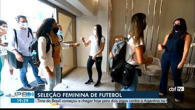Seleção feminina de futebol desembarca em João Pessoa - Vão ser dois amistosos contra a Argentina na Paraíba.