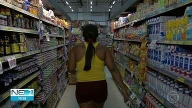 Em vez de aumentar produtos, indústria alimentícia diminui tamanho de embalagens - Economistas alertam que clientes precisam estar atentos durante as compras