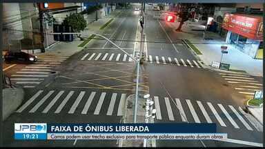 Faixa de ônibus da Epitácio Pessoa está liberada para carros durante obras na Pedro II - Objetivo é desafogar o trânsito na via durante a sobrecarga.