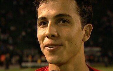 Nilmar marcou gol histórico contra o Corinthians, em 2009