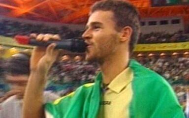 Em 2000, Gustavo Kuerten bate Andre Agassi pela final da Masters Cup