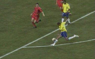 Em 2002, melhores momentos de Brasil 2 x 0 Bélgica pelas oitavas da Copa do Mundo
