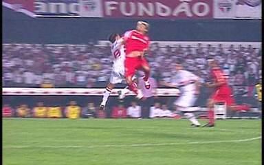 Em 2006, Inter vence por 2 x 1 o São Paulo no primeiro jogo da final da Libertadores
