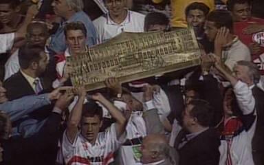Em 1998, São Paulo vence Corinthians e conquista o Paulistão
