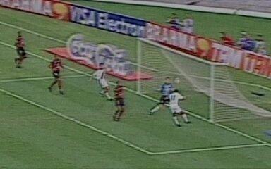 Romário marca três e Euller um em goleada do Vasco sobre o Flamengo por 5 a 1, no Brasileiro de 2001