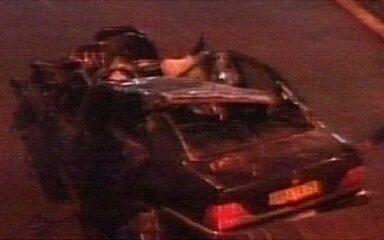 Princesa Diana morre em grave acidente em Paris