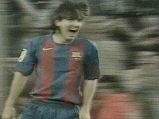 Em 2005, Messi marca seu primeiro gol pelo Barcelona em vitória sobre o Albacete