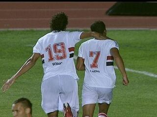 Os gols de São Paulo 3 x 1 Paulista, pela 8ª rodada do Campeonato Paulista 2012: Diego encarou Lucas Moura