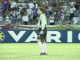 Em 2003, Julio César faz lambança, mas Flamengo vence Bahia por 2 a 1 pelo Brasileiro