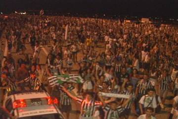 Em 1995, torcida do Botafogo lota aeroporto para receber time campeão brasileiro