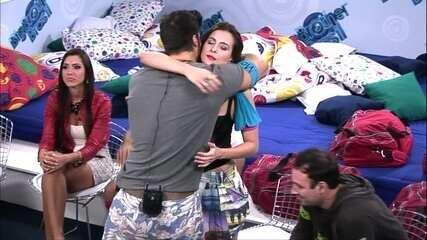 Marcello e Kamilla foram os escolhidos da Casa de Vidro para entrar no BBB13